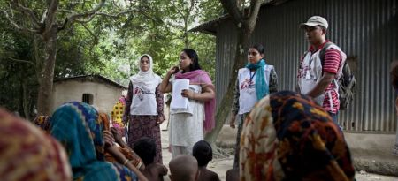 Villagers listen to MSF outreach workers talk about kala azar in the courtyard of their houses. Fulbaria, Mymensingh district, Bangladesh.